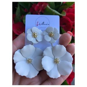 White matte flower earrings